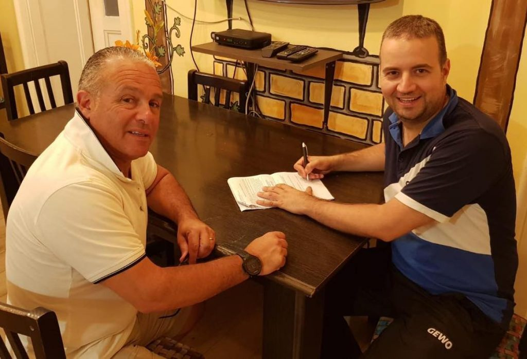 Mario Genovese (HiTT Academy) and Dan Fracile (STK Novi Sad) signing  cooperation agreement.
